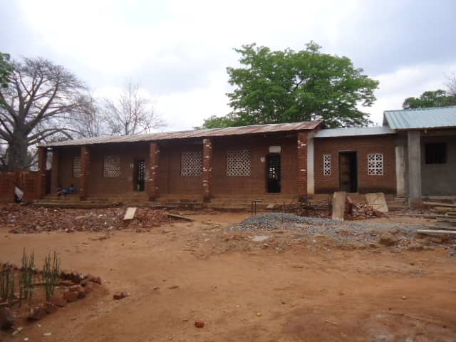 The outside of a school in Mlambe